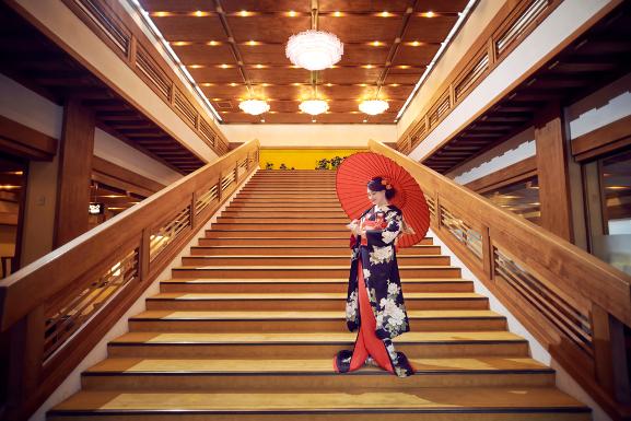 大階段アリシア番傘一人