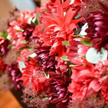 お花で囲まれた結婚式